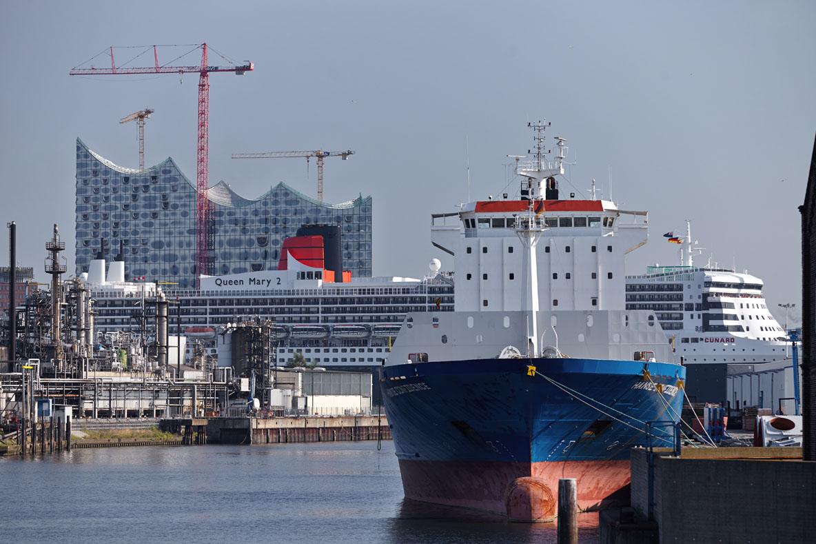 Queen Mary 2, Elbphilharmonie, Steinwerder